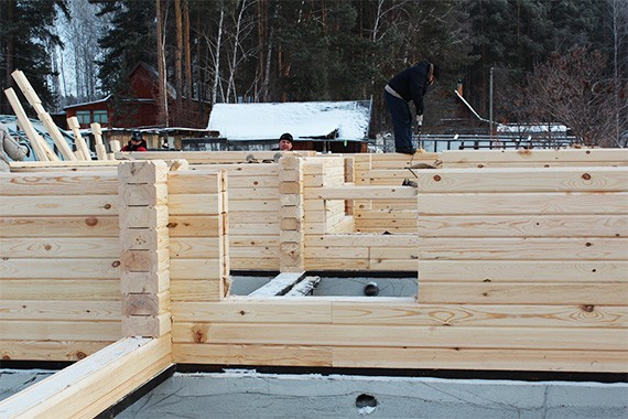 Бригада по сборке деревянных домов